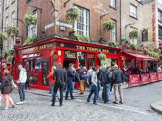TEMPLE BAR, MOLLY MALONE - THE PLACE TO BE