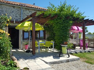 'Vine Cottage' nestled in the vineyards of Bergerac. A treat for wine lovers.
