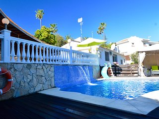3 bedroom Villa with Pool, Air Con, WiFi and Walk to Shops - 5787056