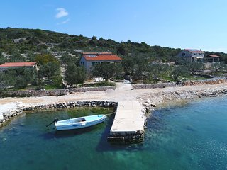Waterfront holiday cottage Cvita, Dalmatian island