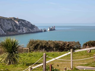 Totland Bay - Needles View Cottage - Wonderful Sea Views And Of The Needles.