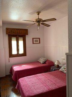 Todas las habitaciones tienen ventilador de techo a tres velocidades