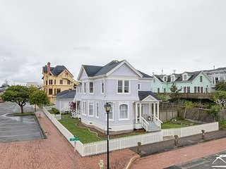 Lilac Victorian by the Bay - Two Apartments that can be rented as one!