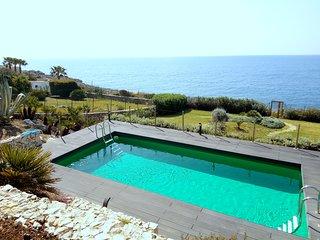Villa Luce, sea front Villa with private access, pool and wi fi