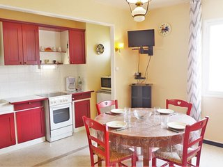 1 bedroom Apartment with WiFi and Walk to Beach & Shops - 5038413
