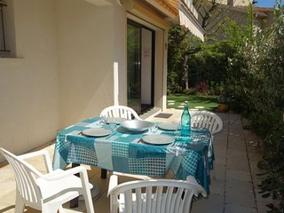 1 bedroom Apartment with WiFi and Walk to Beach & Shops - 5787081