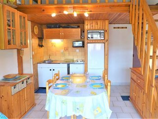 1 bedroom Apartment with WiFi and Walk to Beach & Shops - 5570210