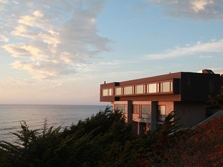 Casa Cliff. Un refugio frente al mar.