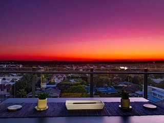 �First Light 804 Sunset Retreat Mooloolaba�Inner City�Pool�FREE WIFI/Netflix