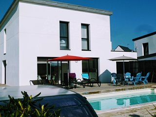 Superbe maison recente et moderne avec vue mer et piscine chauffee