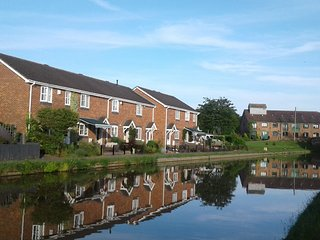 Facing the Shropshire Union Canal
