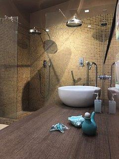 Bagno con doppia doccia