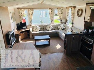 R&A Caravan Hire - 3 bed Delux,Golden Sands