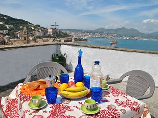 1 bedroom Apartment with WiFi and Walk to Beach & Shops - 5760601