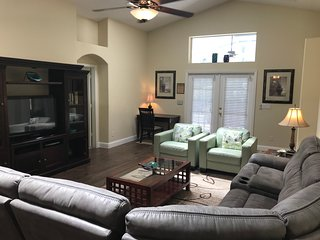 Disney 5 Bedroom Pool/Spa Home Sleeps 10!