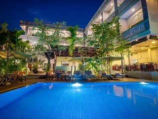 Private Room with Consist of 10 bedrooms with WIFI/Pool/ for max 20 persons