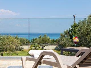Villa Vista - Beachfront, Garden, Amazing Sea view