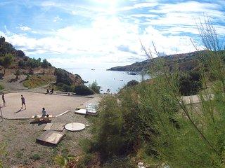 L'appartement de plein pied pour vos vacances, climatise, vue mer et piscine.