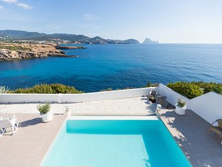 Beautiful house with pool, amazing sea views, Es Vedra and only 5 min. walking f