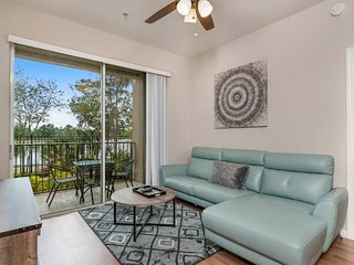 Stylish and Accessible. Peaceful Lake View! Premier Orlando Resort! #3VC114