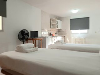 Large Studio Apt 1 (Sleeps 2) - 100m from Beach - Central La Cala de Mijas
