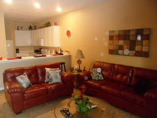 LOW RATES SLEEPS 6 2BR 2BR TILED LEATHER SOFAS KING MASTER GROUND FLOOR WIFI