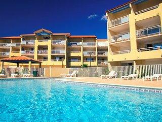 Spacieux + joli appartement avec acces direct a la plage!