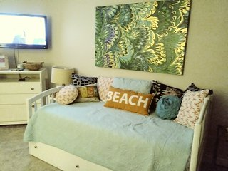 TOP OF THE GULF Beautiful Studio directly on the beach.  Sleeps 4 comfortably.