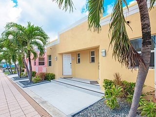 Art Deco Beach Bungalows, Only 1 Block to Hollywood Beach!