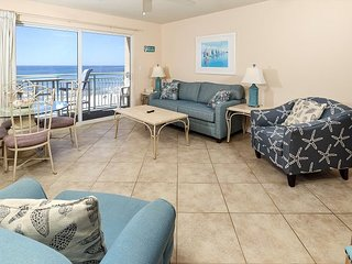 Pelican Isle 412: Have a splashing good time at the beach in this CONDO
