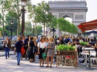 A RARE MODERN FRENCH CLASSIC VILLA-ST LAZARE LUXE