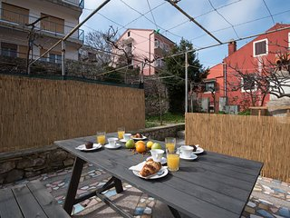 Leon the Professional / Apt 2 with private terrace and barbecue