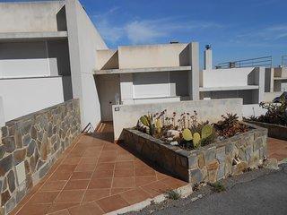 Ref 8.- Amplia casa para 7 personas, en zona Atalayas. Con parking y piscina