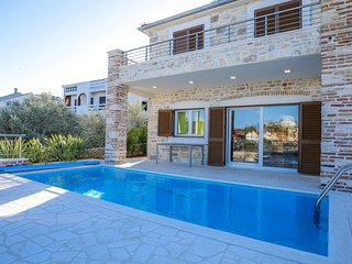 Luxury Villa Mauro with pool