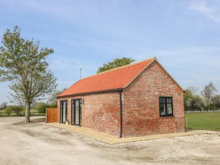 DERWENT HOUSE FARM, open-plan, pet-friendly, near Malton