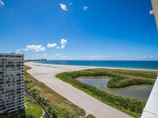 BEST BEACH VIEWS from this South Facing-Top Floor Condo - Cheerful Beachy Decor