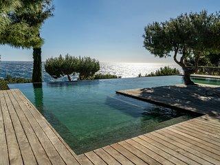 Propriete en bord de mer avec piscine exceptionnelle