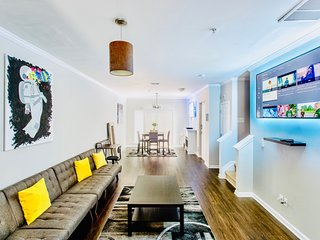 Smart Home 2BR/2.5BA ~3 Miles to Uptown 1400sq.Ft