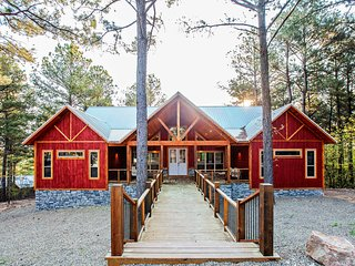 NEW-Modern Luxury Cabin 10 Mins to Broken Bow Lake
