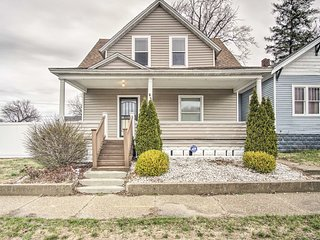 NEW-Muskegon Home w/Fire Pit & Patio, Mins to Lake