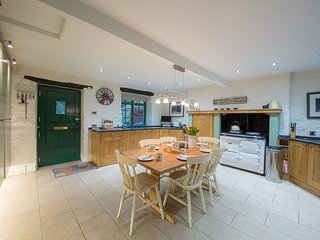 Ballincrieff House, sleeps 7 and dog friendly. Walking distance to shops, bars