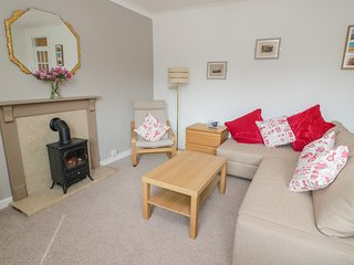 33 THE WYND, WiFi, dog-friendly, Amble
