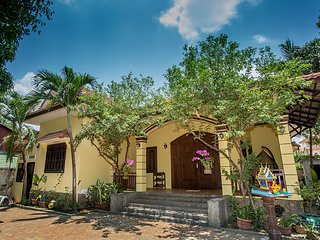 Artist Villa Siem Reap (Sleeps 8-Private Garden-On Site Tuk Tuk)