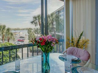 Harbor Towers Bay View, pools, tennis, gated, high speed WiFi, Parking