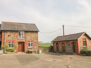 SHIREHORSE COTTAGE, rural views, in Chittlehampton