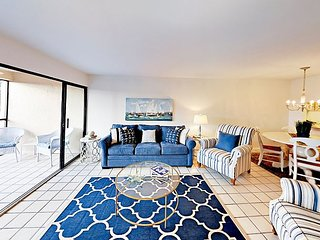 2BR w/ 2nd-Floor Balcony: Pool Access, 1.5 Miles to Tigertail Beach