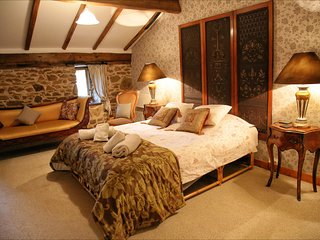Double room bed and breakfast en suite with Pool. Dordogne .Nontron. France.
