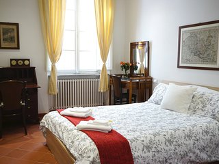 Bright & Modern Apartment in Heart of Lucca