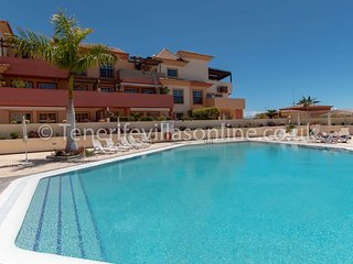 Beautiful 3 Bedroom Apartment. Communal Heated Pool. Terraza Del Duque. Sleeps 6