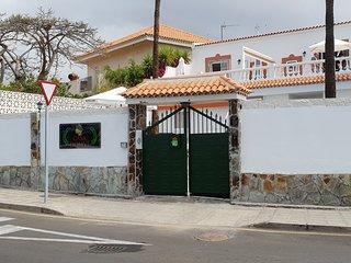 Habitacion  4 personas entrada independiente con bano privado